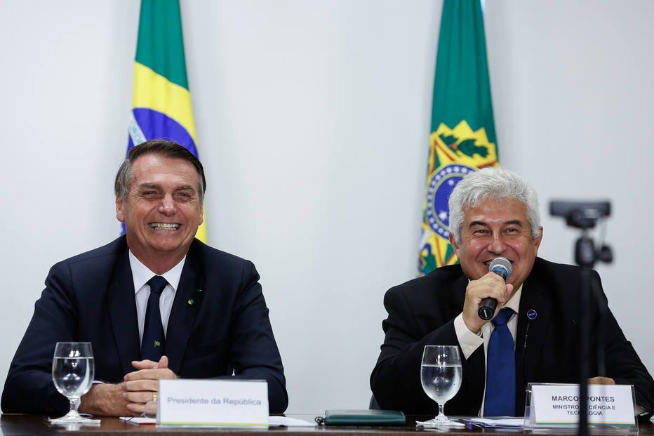 Jair Bolsonaro e o ministro Marcos Pontes. Crédito: Carolina Antunes/PR